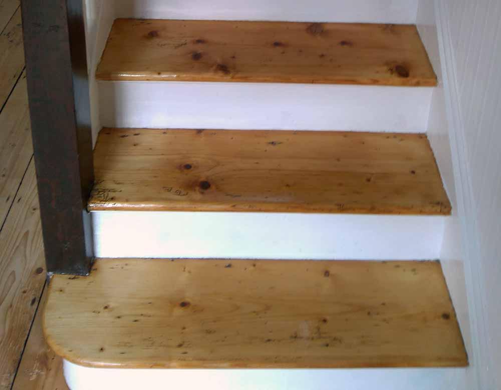 stairs_new_england_bg